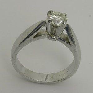 https://amajewellery.ca/wp-content/uploads/2017/05/Engagement-Ring-10-300x300.jpg