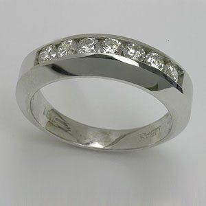 https://amajewellery.ca/wp-content/uploads/2017/05/Engagement-Ring-14-300x300.jpg