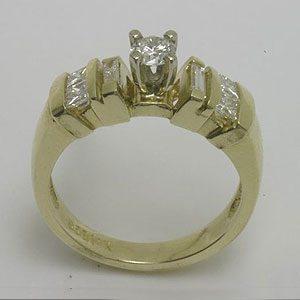 https://amajewellery.ca/wp-content/uploads/2017/05/Engagement-Ring-32-300x300.jpg